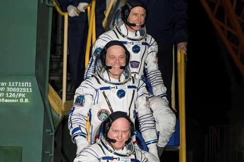 Nave tripulada rusa despega rumbo a Estación Espacial con balón del Mundial