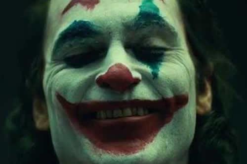 """Primer vistazo al """"Joker"""" de Joaquin Phoenix... ¡con maquillaje y en vídeo!"""