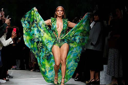 """Jennifer López rompe la Red con su vestido """"de la jungla"""" por el que se creó Google Imágenes en 2000"""
