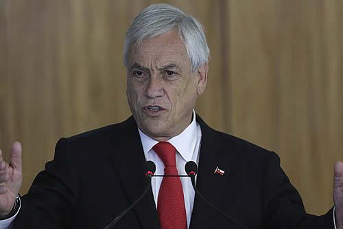 "Presidente de Chile anuncia reunión con la oposición para buscar un ""acuerdo social"""