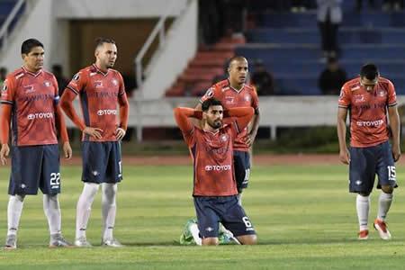 Wilstermann goleó 4-0 a Vasco da Gama pero falló en los penales