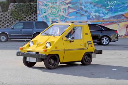 Inventores aficionados convierten un auto eléctrico en el 'mouse' más grande del mundo