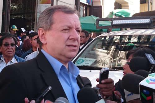 Gonzales considera que alcaldesa de Antofagasta enardece hostilidad hacia bolivianos