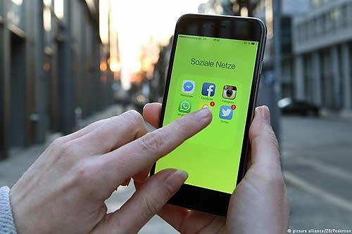 Reino Unido podría endurecer leyes para proteger a menores del uso de redes sociales