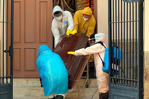 La Policía de Bolivia recogió 420 cadáveres fuera de hospitales en menos de una semana