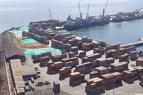 Transporte pesado denuncia que persisten demoras en el puerto de Arica