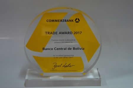 "Banco Central de Bolivia recibe ""Premio Comercial 2017"""