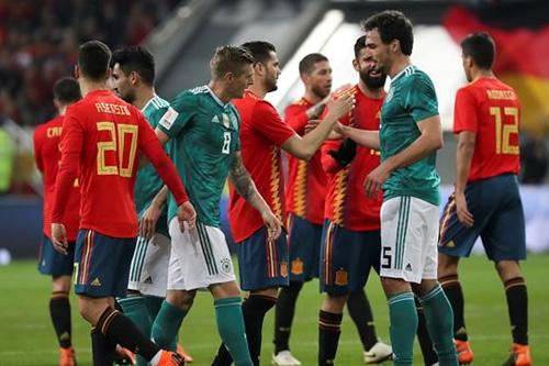 España presenta credenciales en casa del campeón