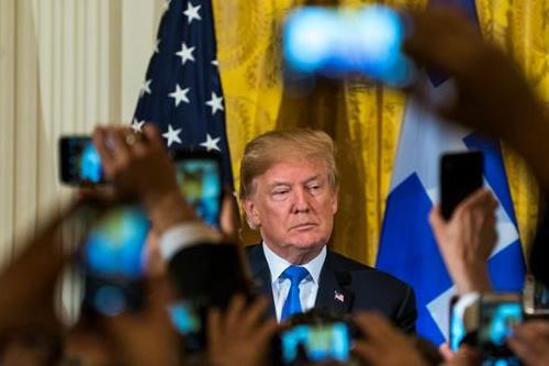 Trump anuncia prohibición de dispositivos que aumentan la potencia de armas