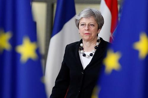 """May celebra aprobación de los Veintisiete a nuevas directrices para """"brexit"""""""