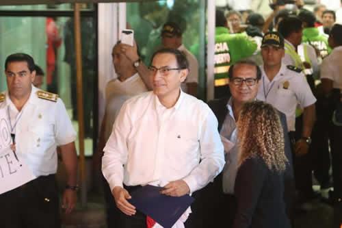 Martín Vizcarra llegó a Lima para jurar como presidente de Perú