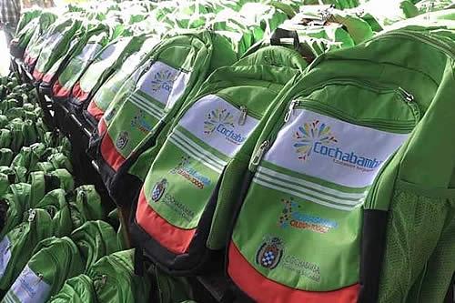 Aprehenden a responsable municipal de compra de mochilas en Cochabamba
