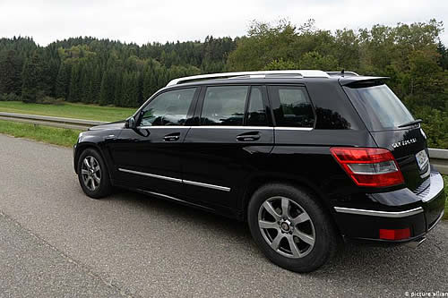 Daimler llama a revisión 60.000 autos en Alemania