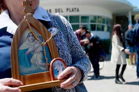 Homenajean con rezos a 44 tripulantes del submarino argentino desaparecido