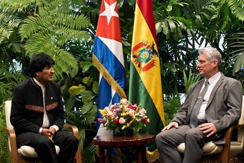 """Evo Morales ratifica la alianza con Cuba en su visita al """"hermano Miguel"""""""