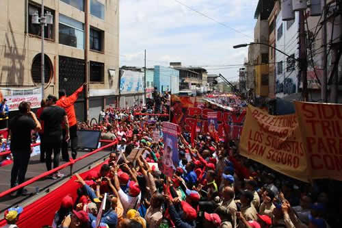 Maduro vuelve a la calle para buscar la reelección el próximo mes