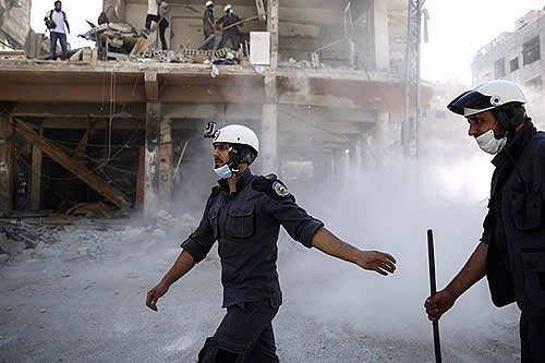 """Londres comienza el """"reasentamiento"""" de los cascos blancos que huyeron de Siria"""