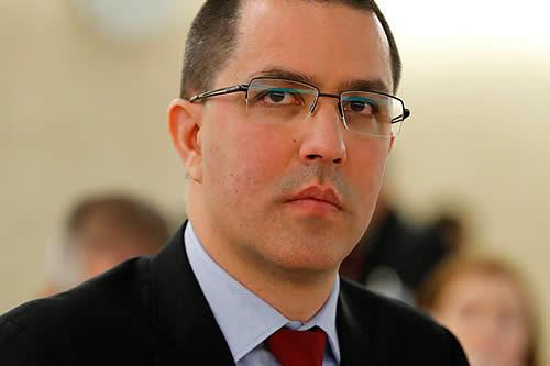 """Venezuela acusa al gobierno de Colombia de ser un """"vividor"""" del sistema internacional"""