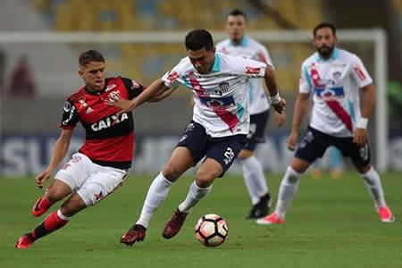 Flamengo y Libertad ganan el primer 'asalto' ante Junior e Independiente