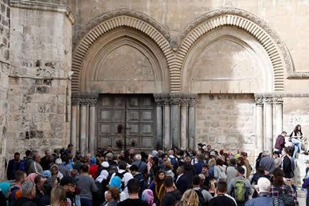 Las Iglesias cristianas cierran el Santo Sepulcro en pulso legal con Israel