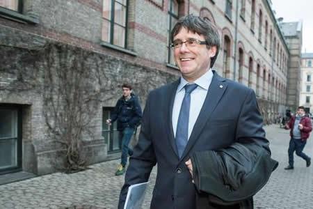 Gobierno español recurre la candidatura de Puigdemont con previsión de éxito