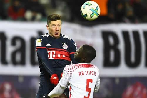 """Rummenigge: """"Apuesto cualquier cosa a que Lewandowski seguirá en el Bayern"""""""