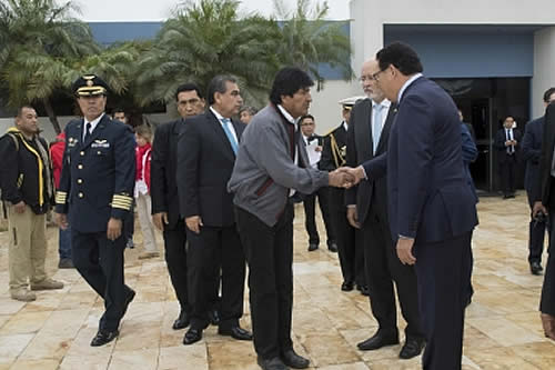 Morales llega a Lima para recibir presidencia pro témpore de la CAN y cimentar el tren bioceánico