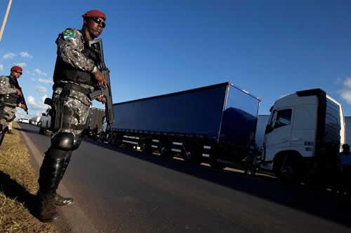 Brasil se recupera a paso lento de los efectos del paro camionero