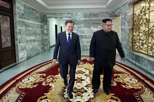 Kim y Moon estrechan su acercamiento para sacar adelante la cumbre con Trump