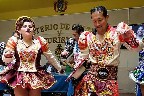 Bolivianos bailarán caporales en 58 ciudades para reivindicar su origen