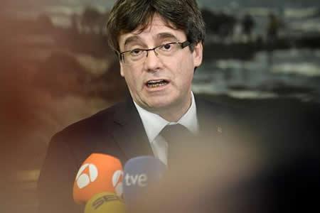 El Constitucional español impide a Puigdemont una investidura a distancia