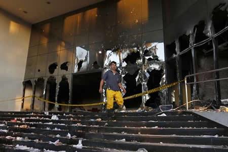 Propuesta oficialista de reelección presidencial sembró de violencia Asunción
