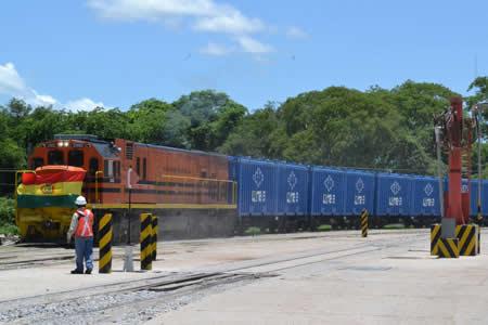 Bolivia inicia exportación de urea al Brasil
