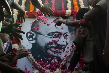 El asesinato de Gandhi aún pasea por los tribunales de India 70 años después
