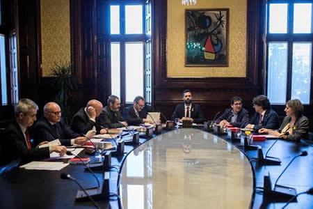El Parlamento de Cataluña aplaza la sesión para la investidura de Puigdemont