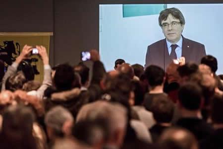 Puigdemont lamenta que se aplace investidura y no ve otro candidato posible