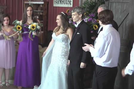 Un adolescente al que le quedan pocas semanas de vida se casa con su gran amor