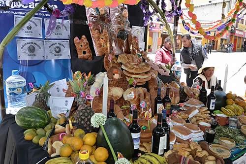 Alanoca exhorta a orientar a los niños sobre las tradiciones bolivianas en Todos Santos