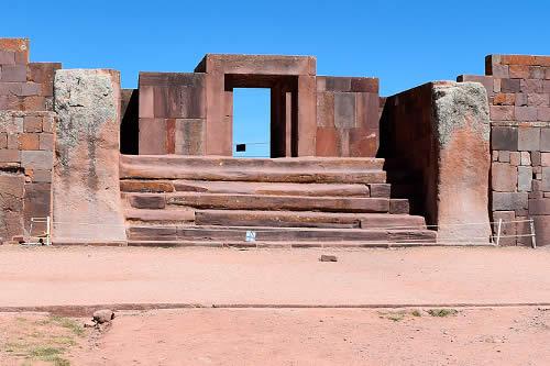 Culturas realiza inédito hallazgo de un entierro ceremonial al interior del templo de Kalasasaya