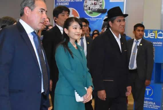 Princesa Mako llega a Santa Cruz y recibe la llave de dos ciudades de esa región
