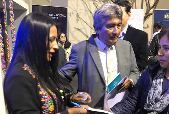 Bolivia expone sus lenguas originarias e identidad cultural en la Feria Internacional del Libro en Lima