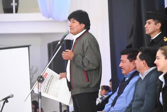Morales saluda a 1.844 abogados que rindieron examen para postular a 393 notarías de fe pública