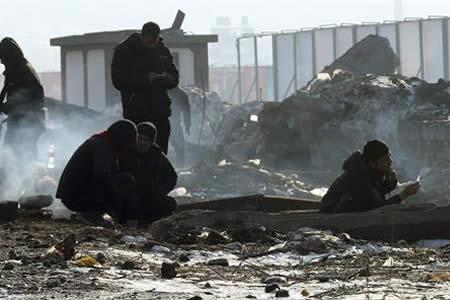 Cientos de migrantes malviven en almacenes de Belgrado