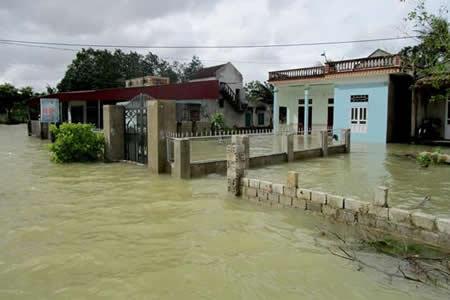 Al menos 37 muertos en Vietnam por inundaciones y avalanchas de tierra