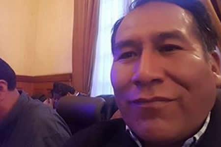 Alcalde de Achacachi dice que no cobra sueldo 2 meses