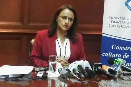 Ministra: 'Zapata no ha sacado nada de entidades públicas'