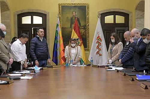 Fiscalía cita a otros 10 exministros de Añez para atestiguar por caso gases lacrimógenos