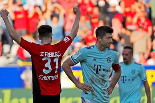 El Bayern empata en Friburgo y dos goles de Alcácer hacen líder al Dortmund