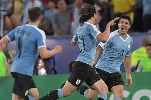 Cavani le da la victoria a Uruguay ante Chile