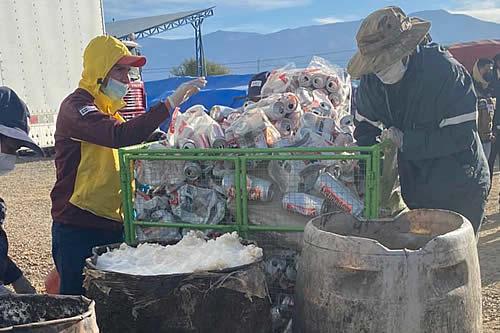 La Aduana destruye en Tarija 46 toneladas de cerveza y vino de contrabando